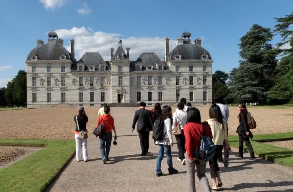 Visiteurs chateau Cheverny©C.Mouton - CRT Centre-Valde Loire