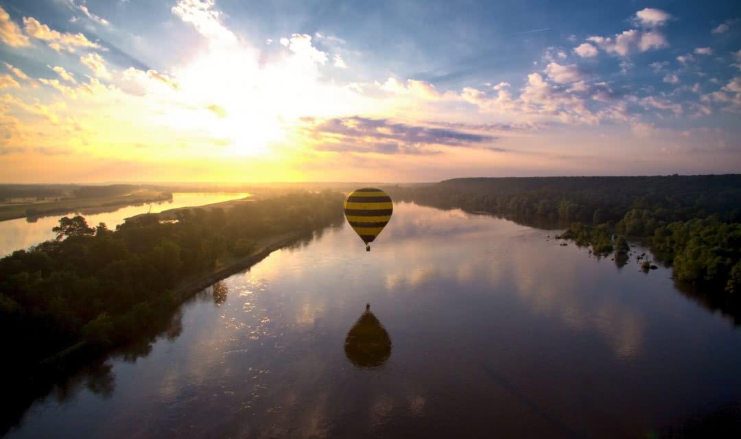 Montgolfières au-dessus de la Loire ©CG 41 - acharron