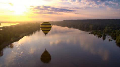 Montgolfière au-dessus de la Loire en Loir-et-Cher ©CG41-A.Charron