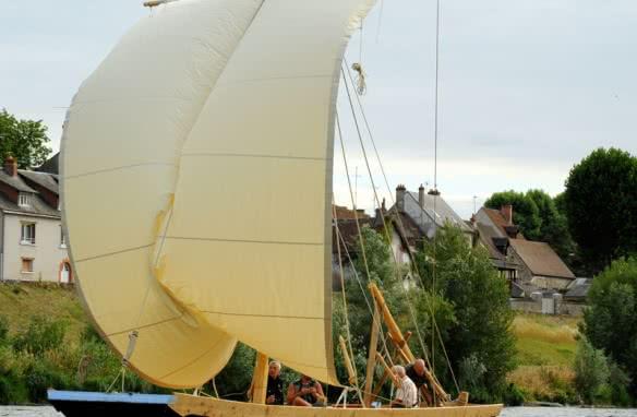 Val de Loire Loir et Cher Tourisme - Balade en bateau traditionnel sur la Loire à bord de la Saponaire ©Marins du Port de Chambord