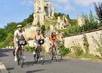 Vacances en Loir-et-Cher Val de Loire - Tourisme à vélo sur la Route Saint-Jacques à Lavardin en Vendômois ©J.Damase-ADT41