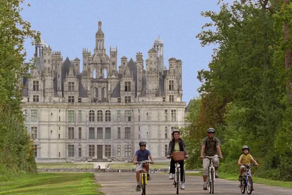 Les châteaux à vélo - Vacances à vélo en Loir-et-Cher Val de Loire ©CRTCentre.E.Mangeat