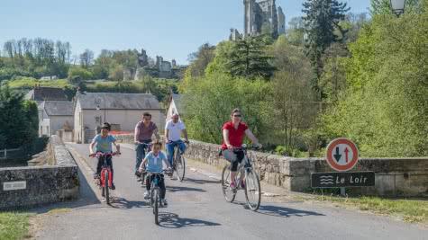 Vacances sur les circuits du Loir à vélo à Lavardin en Loir-et-Cher Val de Loire ©Mir-Photos-ADT41 (8)