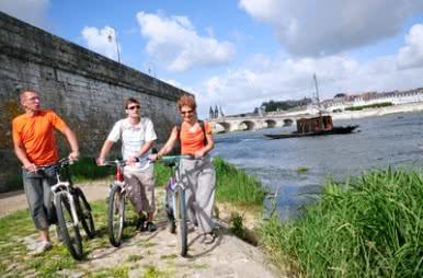 Vacances à vélo en Loir-et-Cher Val de Loire ©CDT41-468media-jptesson