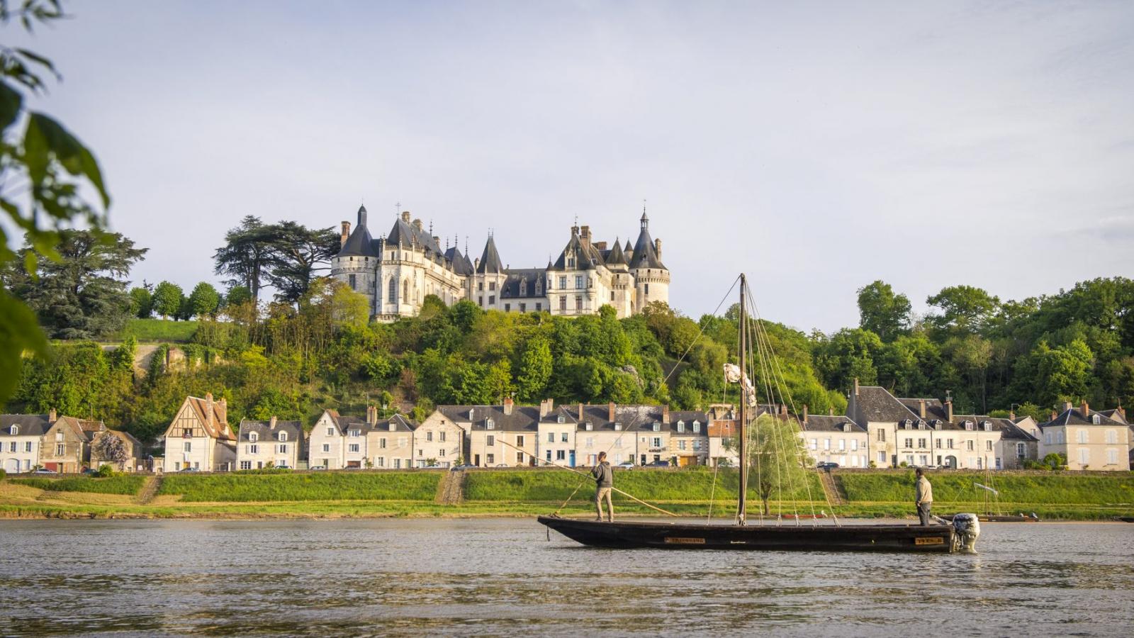 bateau et chateau chaumont sur loire
