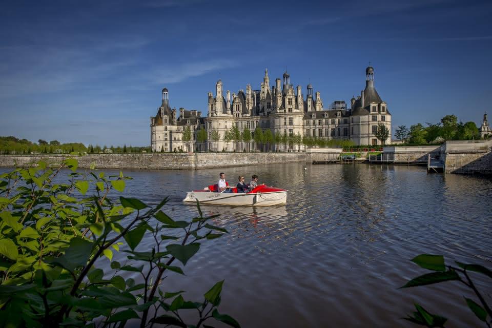 Château de Chambord - Balade en barque sur le canal - Vacances en famille en Loir-et-Cher Val de Loire ©Laurent-Alvarez-CD41