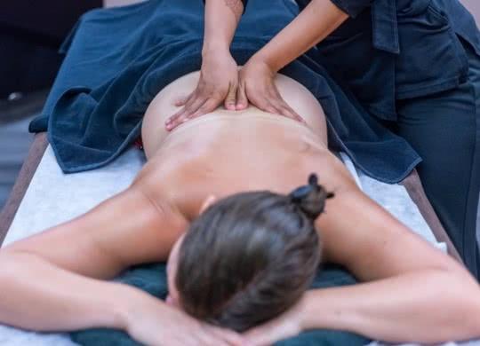 Massage au centre balnéo spa des Alicourts Resort - Cocooning et bien-être en Loir-et-Cher Val de Loire ©Les Alicourts