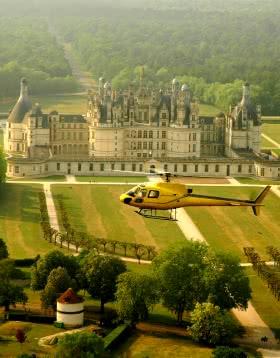 Provoyage - Survol de Chambord en hélicoptère ©L.de.Serre