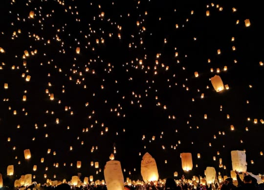 Fire Lanterns ©StockSnap