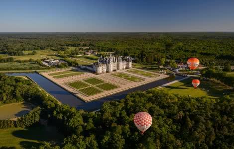 Vol de montgolfières au-dessus du château de Chambord - Vacances extraordinaires en Loir-et-Cher Val de Loire