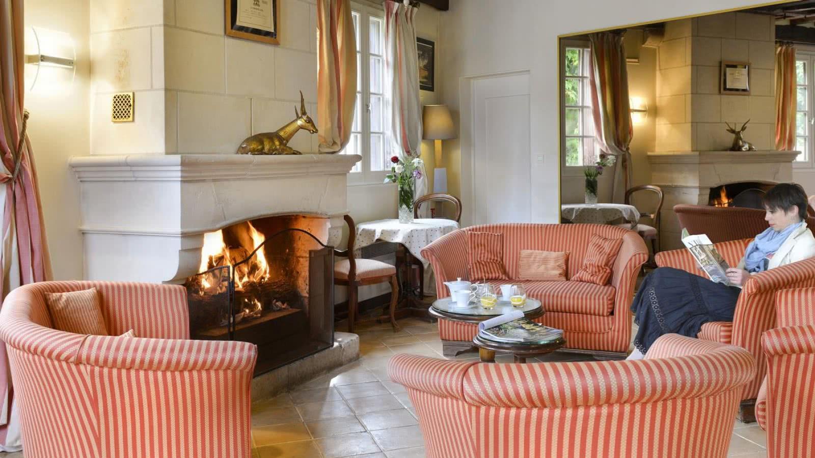 Feu de cheminée à l'Auberge du Centre de Chitenay - Vacances gourmandes et cosy en Loir-et-Cher Val de Loire ©Auberge du Centre