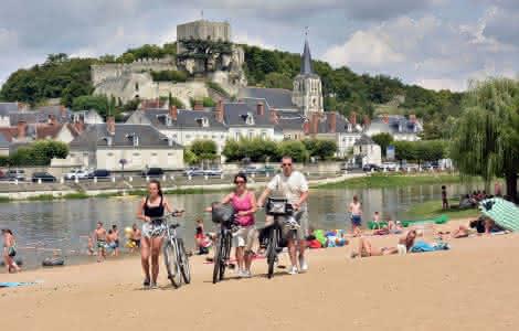 Balade en vélo sur la plage de Montrichard - Idées de baignade en famille autour du zoo de Beauval - Vacances en Loir-et-Cher Val de Loire ©Joël Damase