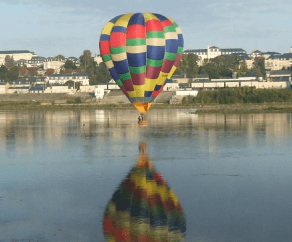 Découvrir Blois autrement - Vols en montgolfière autour du château de Blois ©Les Compagnons du vent