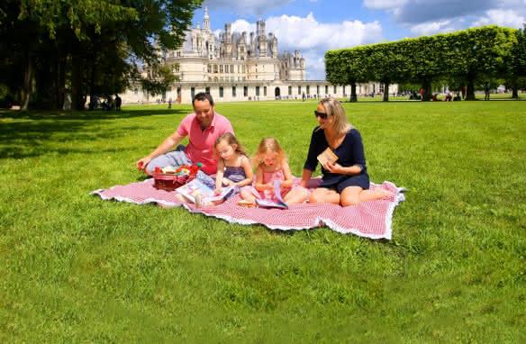 Pique-nique à Chambord en famille en Loir-et-Cher Val de Loire ©Ludovic Letot