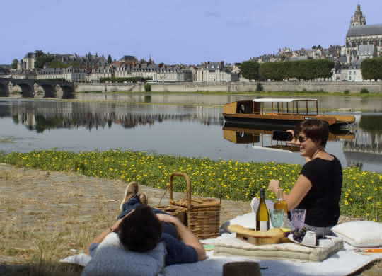 Pique-nique en amoureux au port de la Creusille - Vacances à Blois en Loir-et-Cher Val de Loire ©Cécile Marino-ADT41