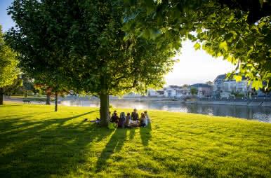 Pique-nique en bord de Cher à Montrichard - Top 5 des lieux pour pique-niquer en Loir-et-Cher ©Cyril Chigot - conseil départemental 41