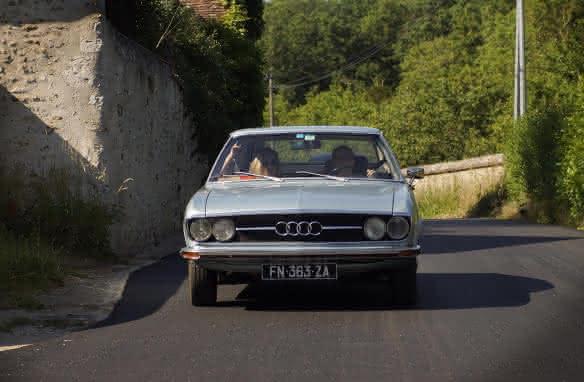 Balade en voiture de collection Audi Coupé S sur les bords de Loire avec Cockpit 41 ©Alexandre Roubalay
