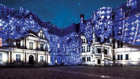Son-et-Lumiere-au-chateau-royal-de-Blois--c--Pashrash--2-