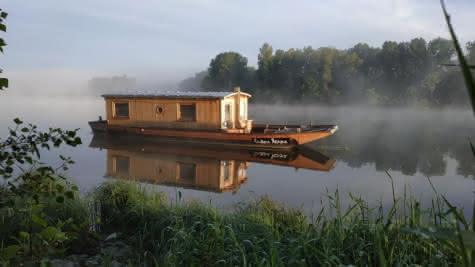 L'Outre-Loire à Saint Dyé sur Loire - Dormir sur un bateau traditionnel - Cadeau de Noël insolite en Loir-et-Cher Val de Loire