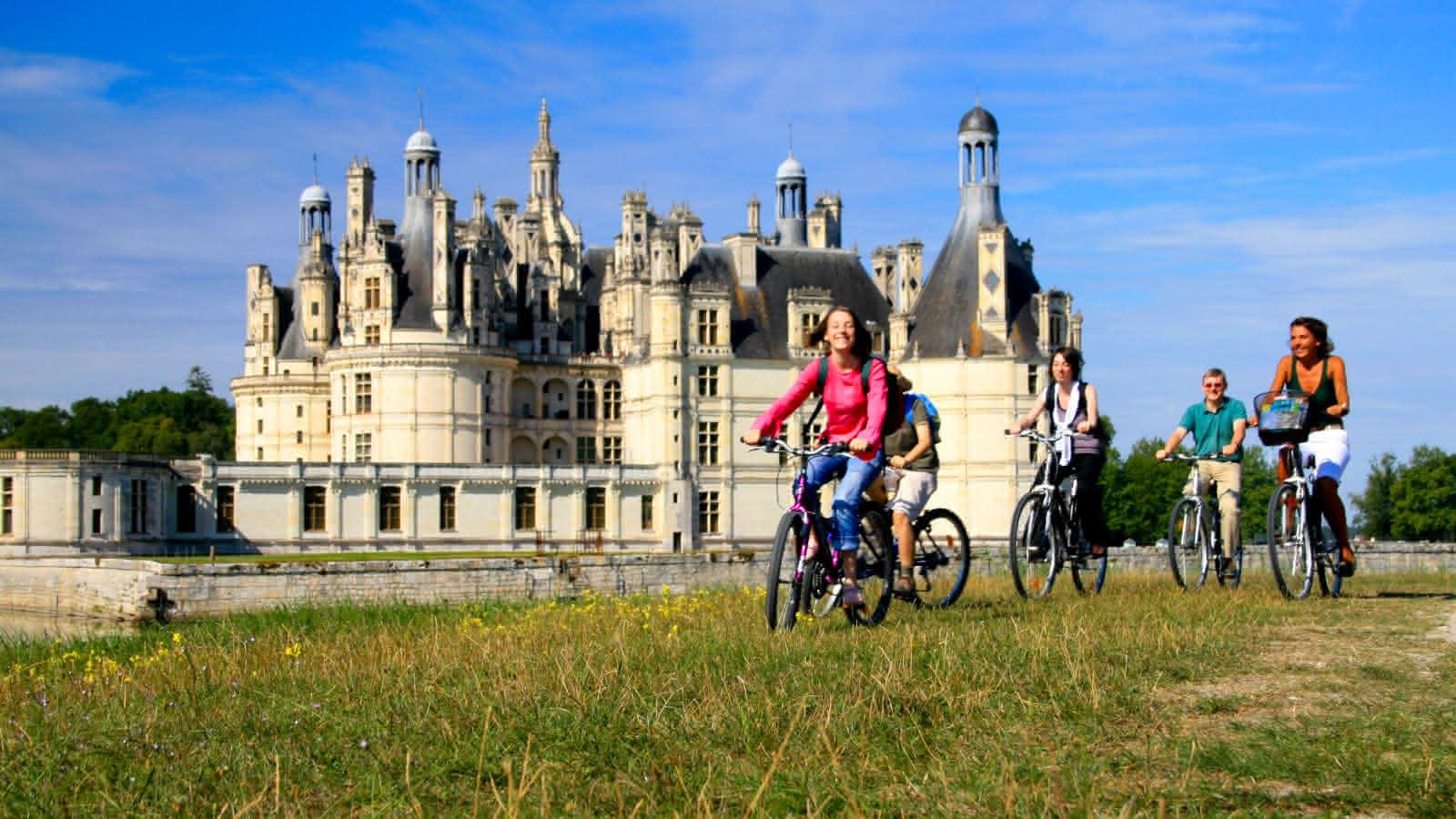 Chateau-de-chambord-et-velos©Enola-Creation-ADT41 (1)