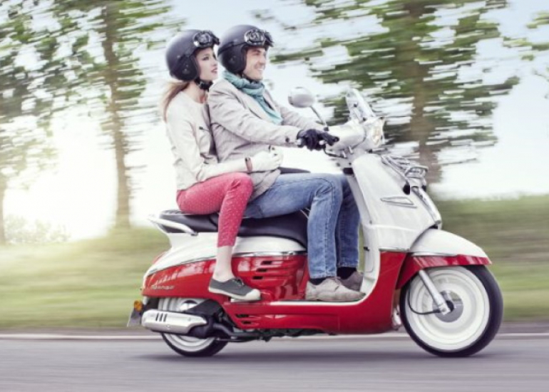 02-location-moto-scooter-ride-in-tours