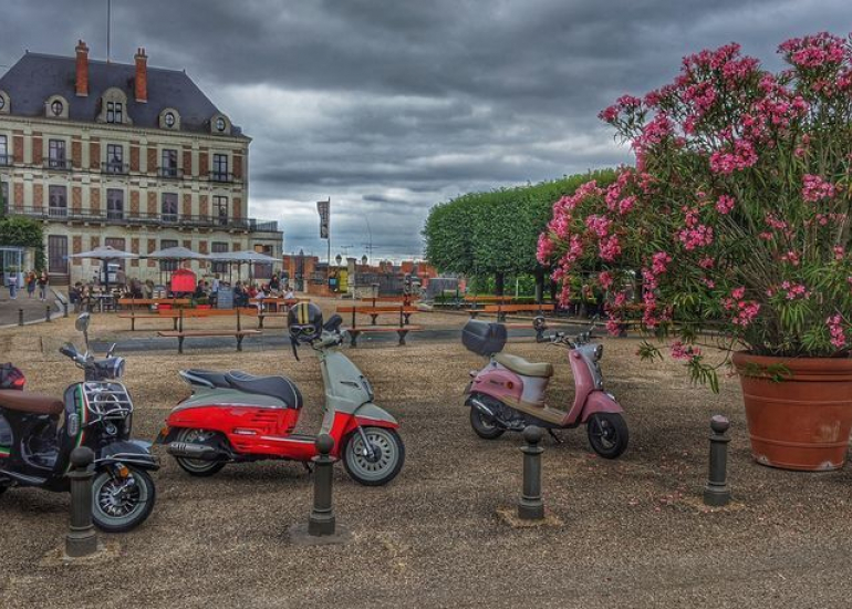 05-location-moto-scooter-ride-in-tours