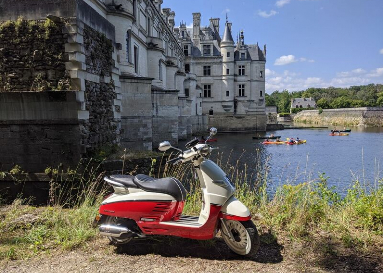 08-location-moto-scooter-ride-in-tours