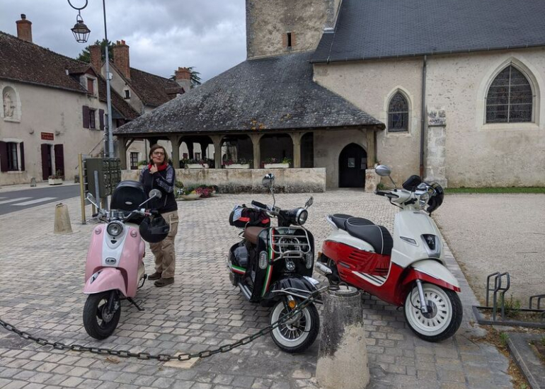 09-location-moto-scooter-ride-in-tours