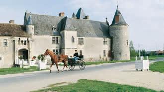 Spectacle : Le Banquet du Roy théâtralise son concert au château de Chemery