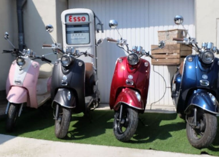 12-location-moto-scooter-ride-in-tours