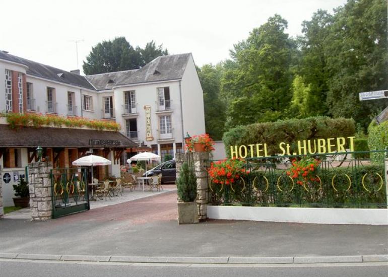 (16)hotel-st-hubert-cour-cheverny©CDT41-hotelsthubert
