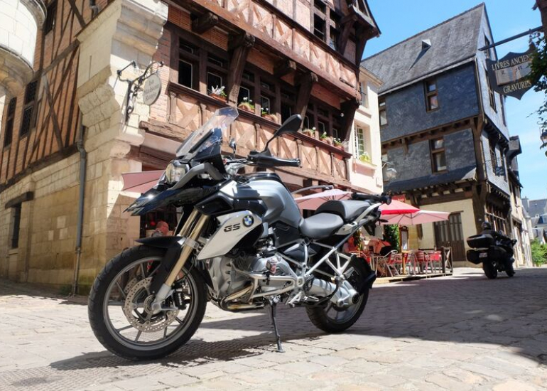 17-location-moto-scooter-ride-in-tours