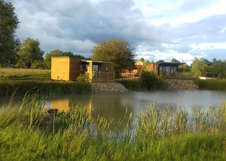 2 cottages bord de l'eau