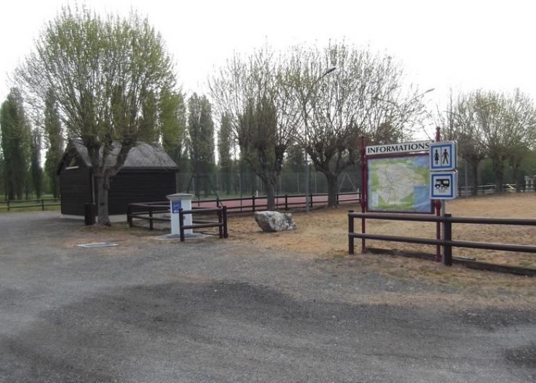 Aire-camping-cars-services-Savigny-sur-Braye