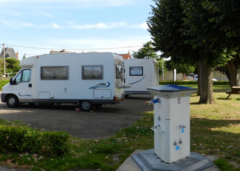 Aire camping-cars (services et stationnement) à Montoire-sur-le Loir