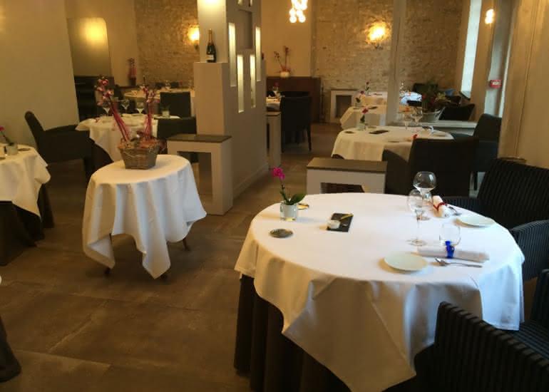 Auberge-de-la-Caillere-salle-restaurant©Auberge-de-la-Caillere