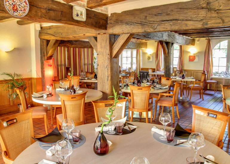 auberge-du-cheval-blanc-2504-restaurant-1-@ChateauxetHotelsCollection