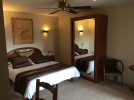 Auberge-du-Cheval-Blanc-Chambre-LuxeTwin-Selles-st-denis©Auberge-du-Cheval-Blanc