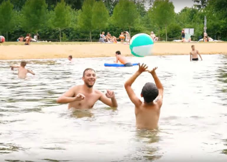 Baignade à la base de loisirs de la Varenne à Morée en Loir-et-Cher Val de Loire