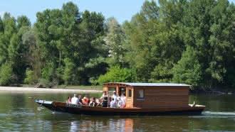 Balade contée et dégustation de vin à bord d'un bateau traditionnel