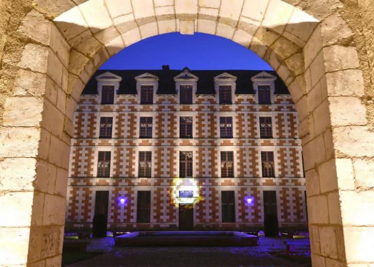 BD - 3_juilletAout_NocturnesLanternes_VendomeEAUlumièreHôtel de Ville 2 _AVeillith (002)