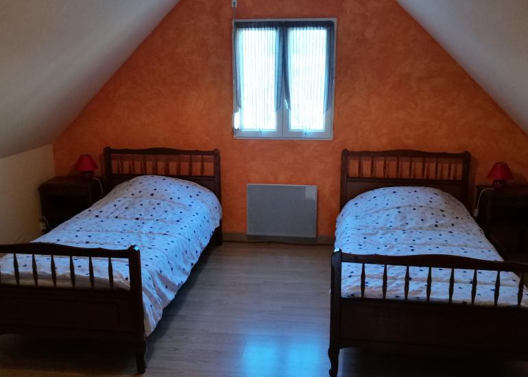 Bignone-chambre 1er étage-2-lits-90