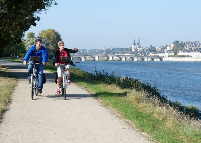 Bikers-Loire-river-blois©Loire-Valley-Travel