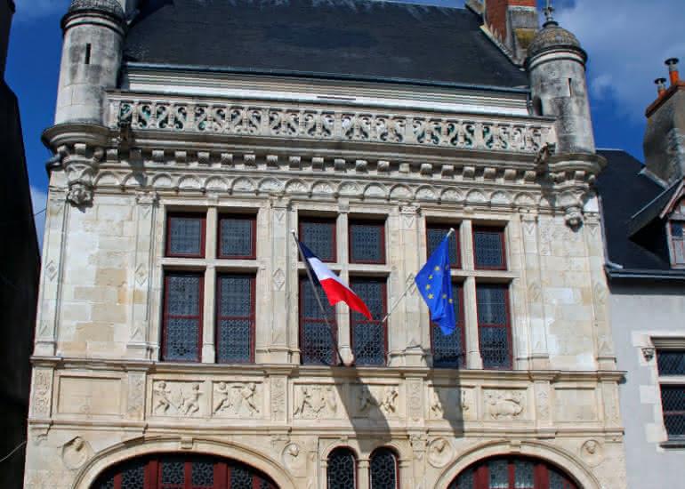 (c) Hôtel de Ville - D. Daury - Office de Tourisme de Beaugency - Copie