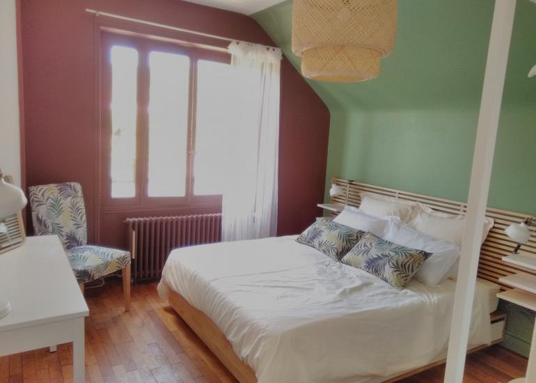 CHambre verte lit fait