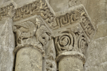 chapiteaux-romans-porche-de-la-Collegiale-de-Saint-Aignan