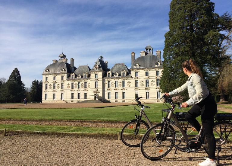 chateau-cheverny-facade-loirevelo-3