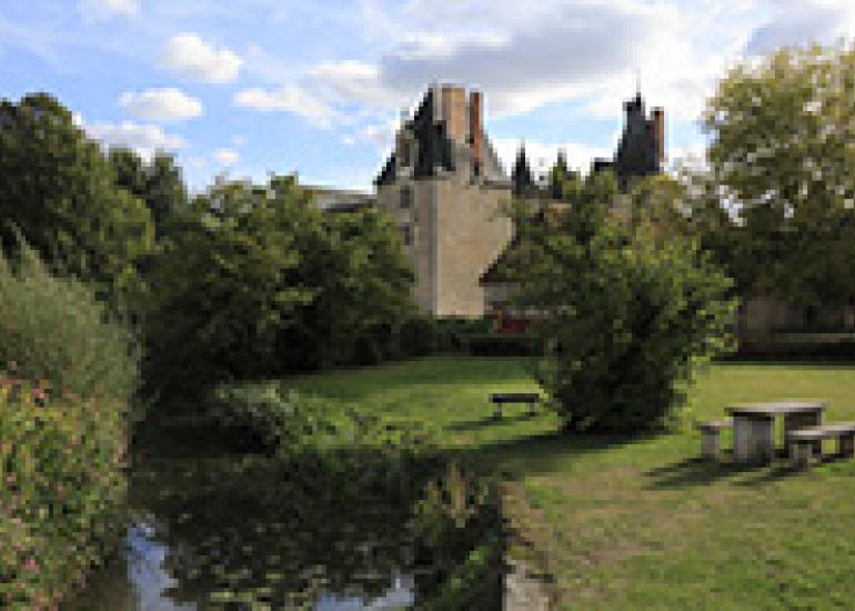 Chateau-de-Fougeres-sur-bievre©Gilles-Codina-CMN (1)
