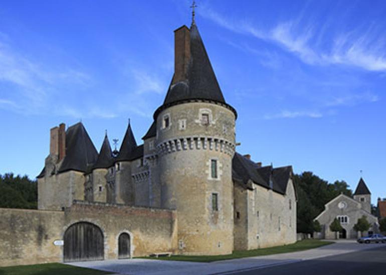 Chateau-de-Fougeres-sur-bievre©Gilles-Codina-CMN (2)