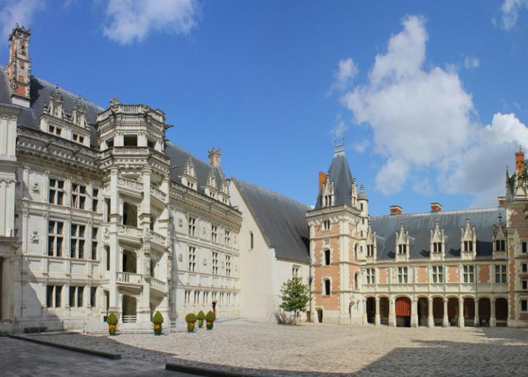 chateau-royal-escalier-francois1er-blois
